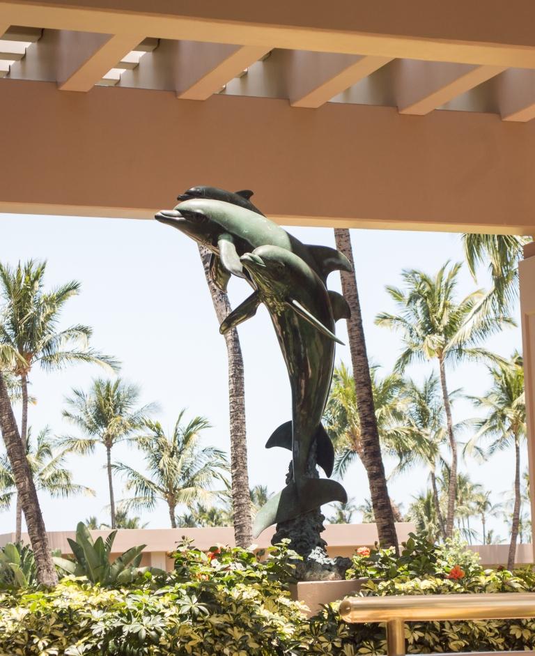 dolphin statue | hilton waikoloa | whiskandmuddler.com