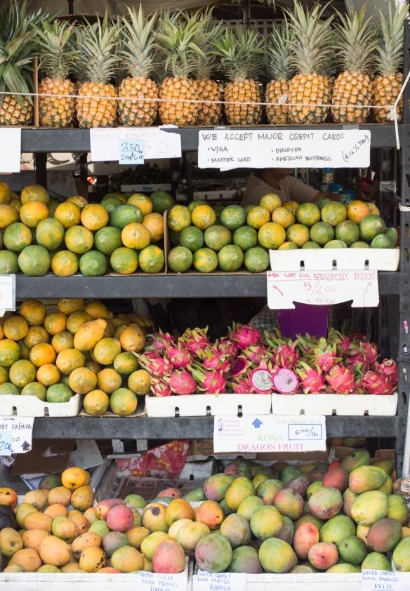 tropical fruit at kona farmer's market | big island | whiskandmuddler.com