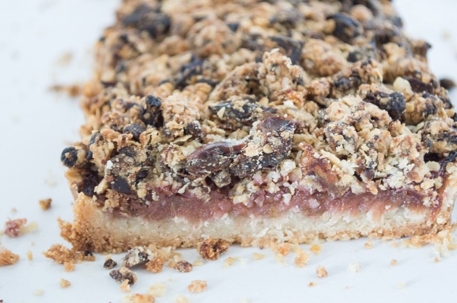 Date and Rhubarb Crumble Slice | whiskandmuddler.com